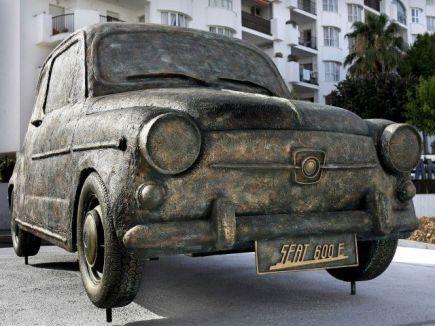 coches-rotonda-monumento-seat-600-malaga-fuengirola-loas-boliches1