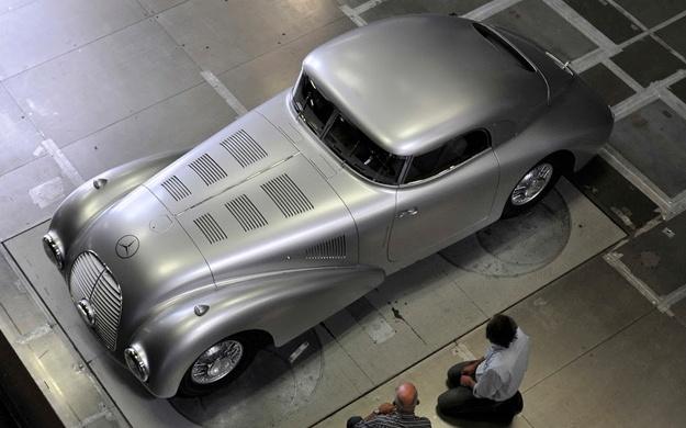 Mercedes-1938-540-K-Streamliner-Pebble-Beach